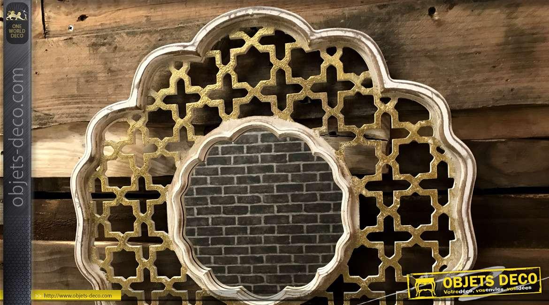 Miroir en bois de style oriental, finition doré brillant et blanc, esprit moucharabieh