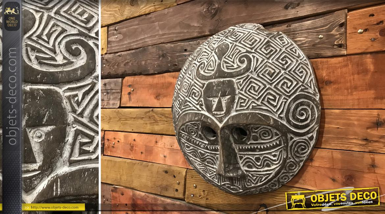 Décoration murale en bois de suar massif, masque africain sculpté, finition blanchie, Ø43cm