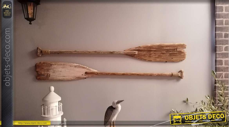 Série de deux rames murales en bois finition ancien, couleurs usées avec touches de corde, 150cm