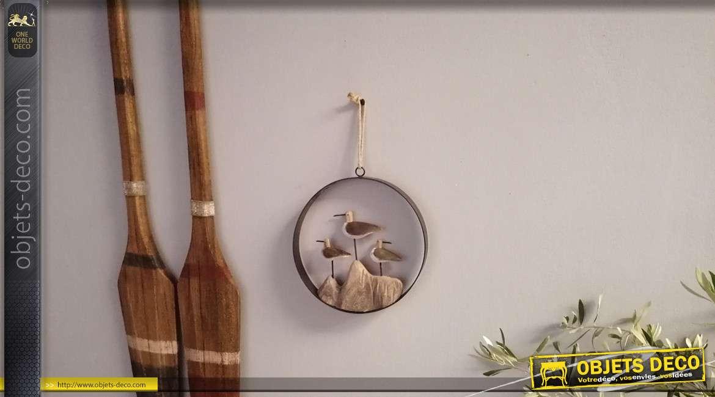 Décoration à suspendre en bois effet vieilli et métal noir, représentation de mouettes sur un rocher, esprit bord de mer, 27cm