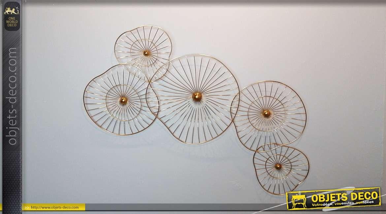 Décoration murale en métal, fleurs abstraites en filaments dorés, esprit chic et aérien, 126cm