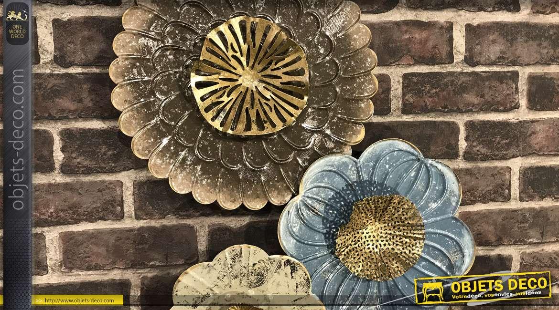 Décoration murale en métal, couleurs brillantes et formes de fleurs 92cm