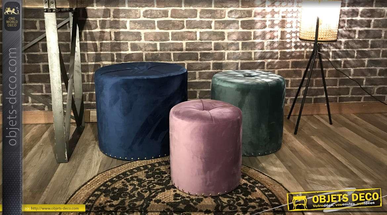 Série de 3 poufs/reposes pieds en bois et polyester effet velours, couleurs douces esprit cabaret