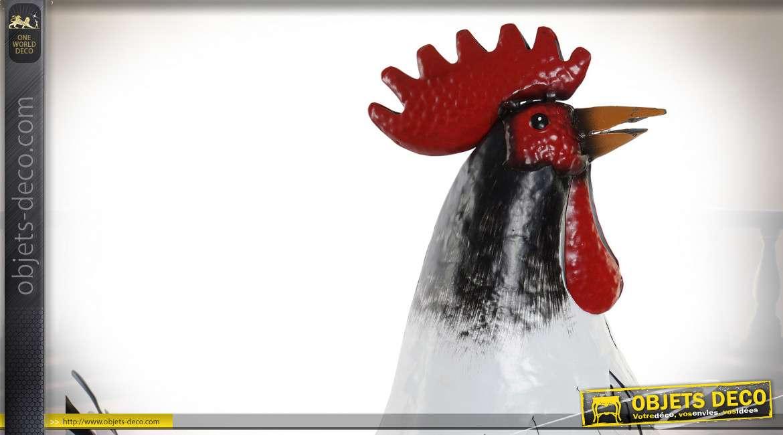 Représentation d'un grand coq en métal, finition blanc noir et vieux rouge, esprit campagne, 54cm