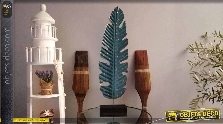 Décoration en métal sur socle style trophée, forme de feuille finition bleu vert profond, taches dorées, 77cm