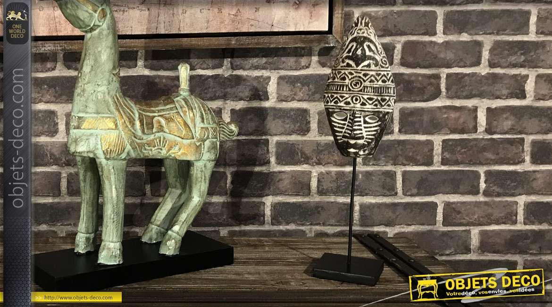 Masque en bois de suar sculpté sur socle en métal noir finition brillant