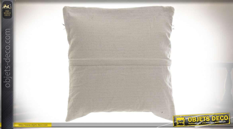 Coussin en tissus épais effet Kilim, couleurs chaudes et aspect moderne, 45x45