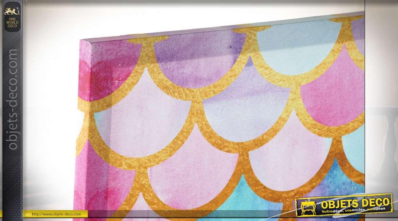 Série de deux toiles colorées, motifs d'écailles et de losanges avec notes de doré brillant, 70cm