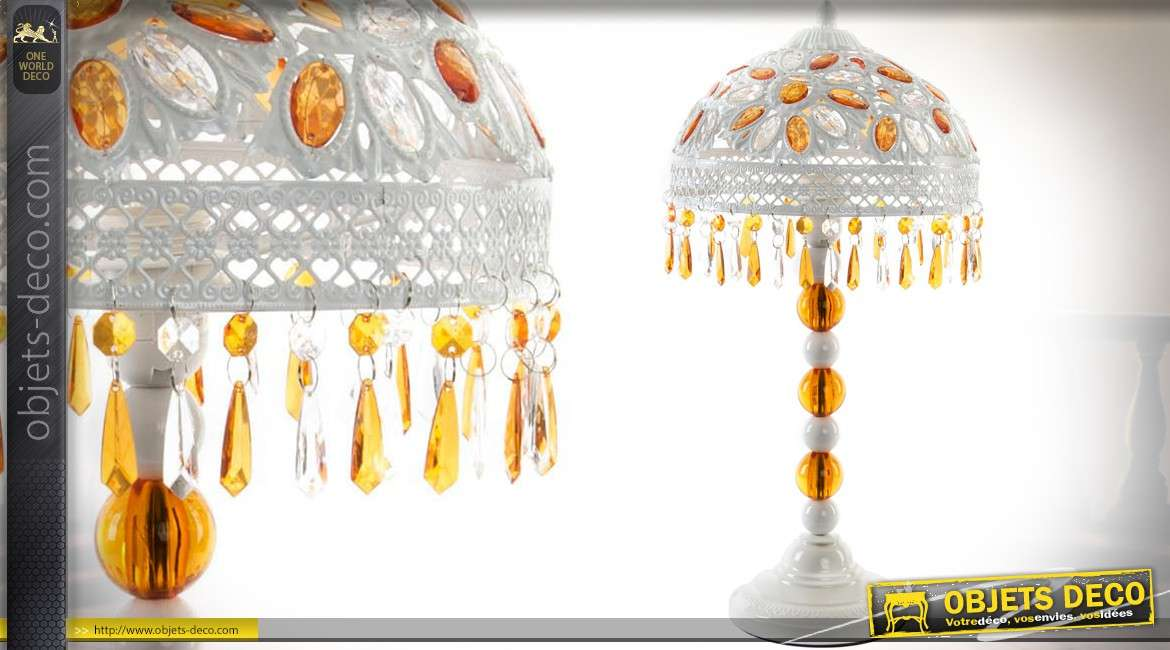 lampe de chevet blanche et s pia de style oriental avec cabochons et pampilles. Black Bedroom Furniture Sets. Home Design Ideas