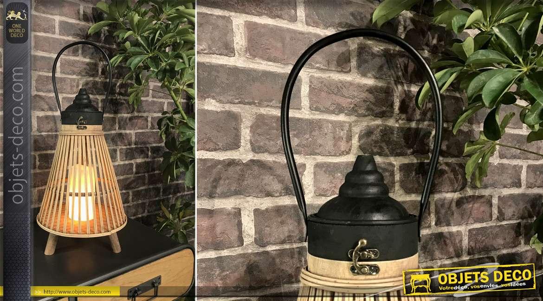 Lanterne en bois et bambou sur pilotis avec bougie LED