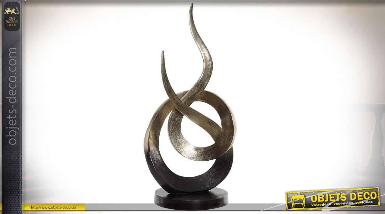Trophée de décoration en alu effet brossé, finition cuivrée mate, forme abstraite contemporaine, 56cm