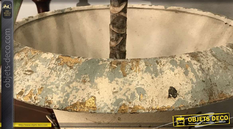 Grand vase de style Médicis en résine et métal, finition vieilli écru et vieux doré, 42cm