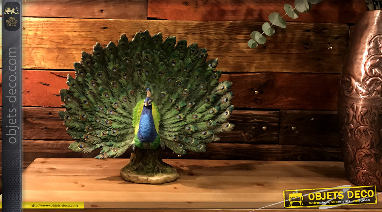 Représentation d'un paon en pleine roue, statuette en résine très colorée et symbole d'imortalité, 40cm
