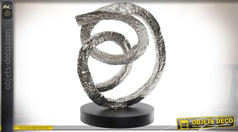 Statuette en aluminium de style abstrait, formes de maillons, finition argentée vieillie, 27cm