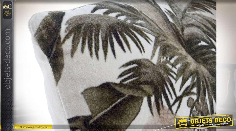 Coussin épais de 45cm avec motifs coloniaux en teintes douces, velours vert ambiance chic