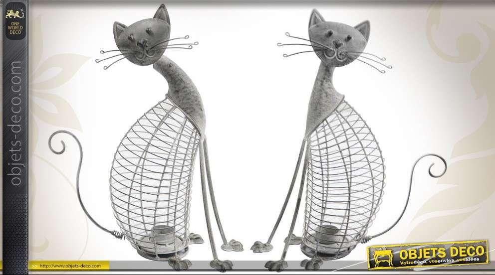 Lot de deux chats bougeoirs en métal patiné gris antique