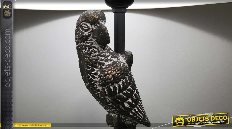 Lampe de table de 81 cm de haut, en aluminium finition noir, pied avec perroquet effet vieilli