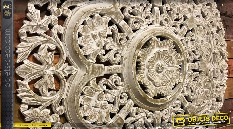 Grande déco en bois sculpté esprit rosace murale finition naturel et blanchi, 90cm