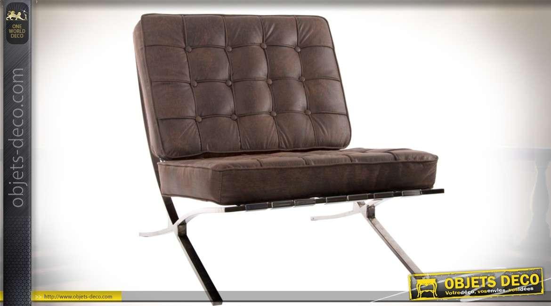 Fauteuil design en métal chromé et assise capitonnée simili-cuir marron