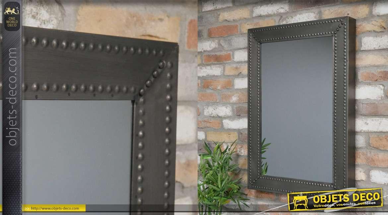 Miroir mural en métal de style industriel, encadrement effet festonné finition gris anthracite, 83cm de haut