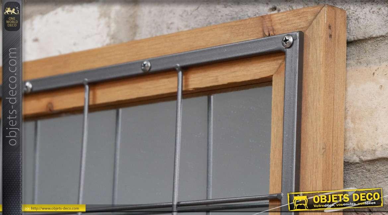 Miroir en bois de sapin et métal de forme carrée, effet grillagé sur la partie frontale et rivets apparents, 40cm