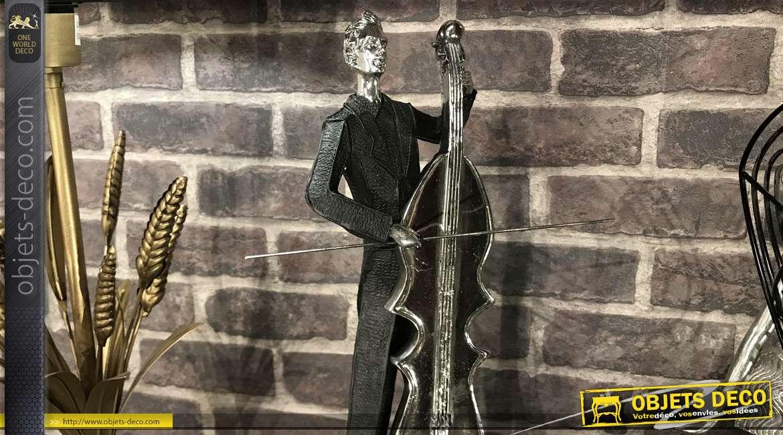 Statuette en résine d'un violoncelliste en plein interprétation, finition contrastée noir et vieil argent, 47cm de haut