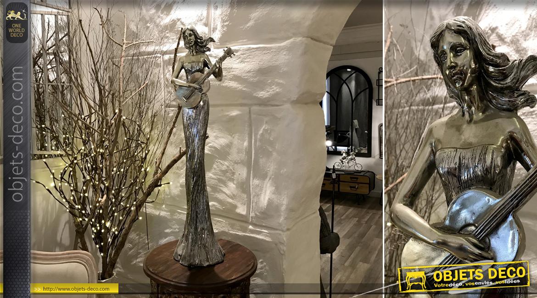 Grande statue en résine finition argent ancien, femme guitariste esprit nymphe mythologie grecque, 79cm