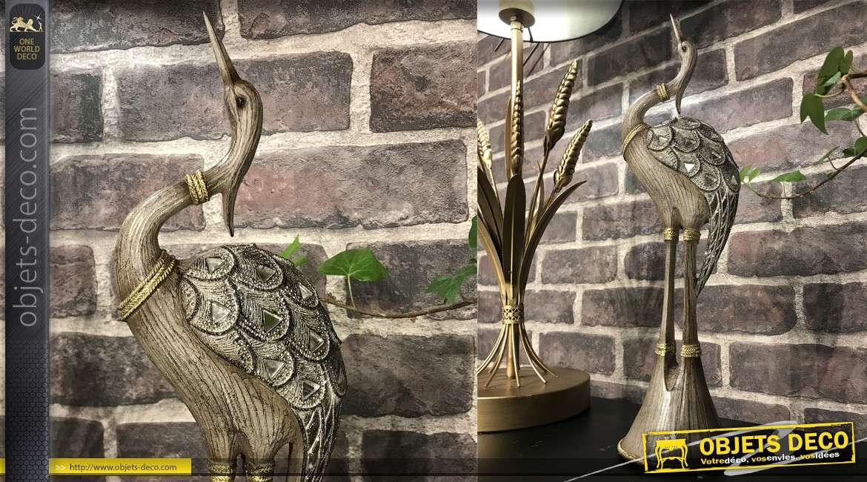 Statuette décorative en résine d'un héron monté sur socle, effet bois sculpté et incrustations de brillants, 38cm