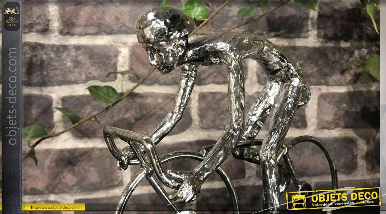 Trophée de cycliste stylisé en résine monté sur socle, finition effet métal chromé, 21 cm