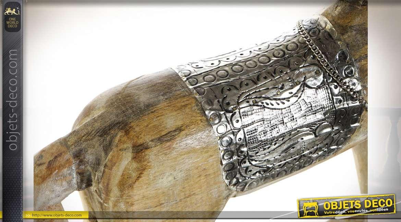 Cheval à bascule en bois de manguier finition vieillie et ornements en métal