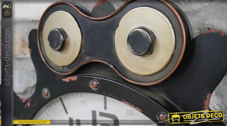 Horloge murale en métal de style industriel, esprit roue engrenage, finition noir, doré et éclats de vieux rouge, 60cm