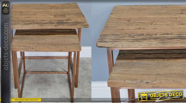 Série de deux tables gigognes de formes carrées, en bois d'ancienne traverses de chemin de fer, base effet cuivré, style épuré, 59cm,