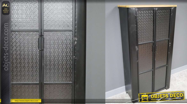 Armoire en métal de style industrialo'moderne, deux portes vitrées à motifs, trois niveaux de rangements, finition noir et bois naturel, 152cm