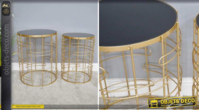 Série de deux tables d'appoint en métal finition doré, plateaux en verre fumé noir, style moderno'design, 60cm