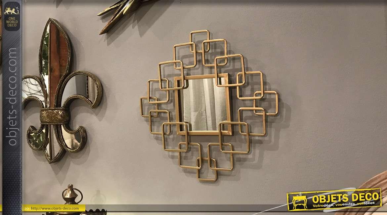 Miroir de style contemporain en métal finition dorée brillante, formes géométriques entrelacées, 40cm