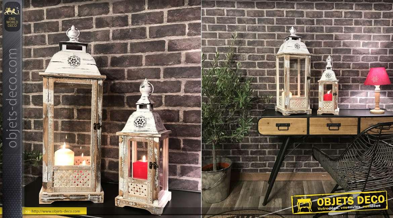Série de deux lanternes carrées en bois finition blanchi et métal effet fissuré, style vieille campagne, 72cm