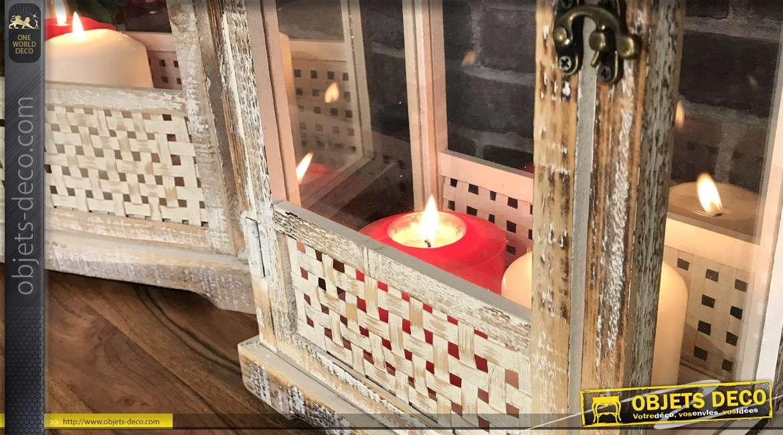 Série de trois grandes lanternes rectangulaires en bois blanchi et métal effet usé fissuré, esprit campagne vieille maison, 76cm