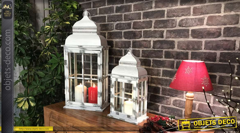 Série de deux lanternes rectangulaires en bois et métal finition gris blanchi effet ancien, 69cm