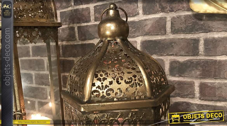 Série de deux lanternes hexagonales en métal, finition doré effet vieilli, esprit moucharabieh, 71cm