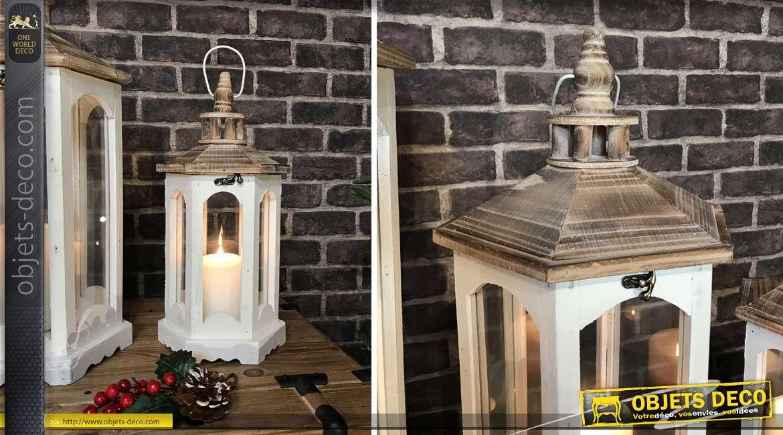 Série de trois lanternes hexagonales en bois et verre, finitions blanc et naturel, richement texturé, 76cm