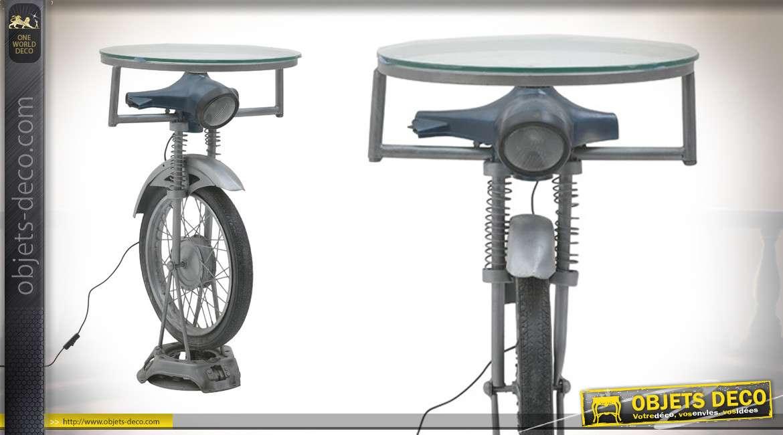 Table de bar en forme d'ancienne moto, phare lumineux et plateau en verre translucide, 95cm de haut