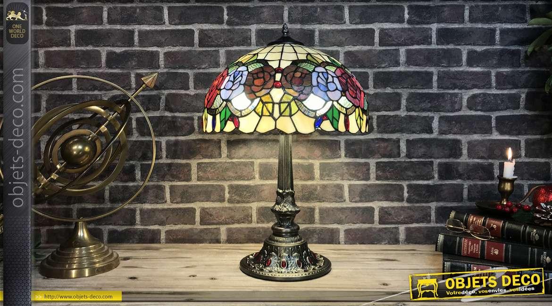 Lampe de style Tiffany en verre et métal, motifs floraux et colorés, pied effet incrustation de pierre, 60cm