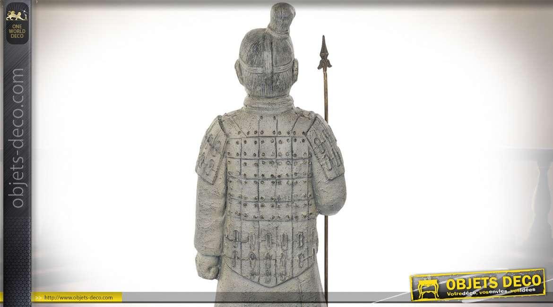 Grande statue de guerrier Chinois en fibre de verre, finition gris vieilli, 120cm