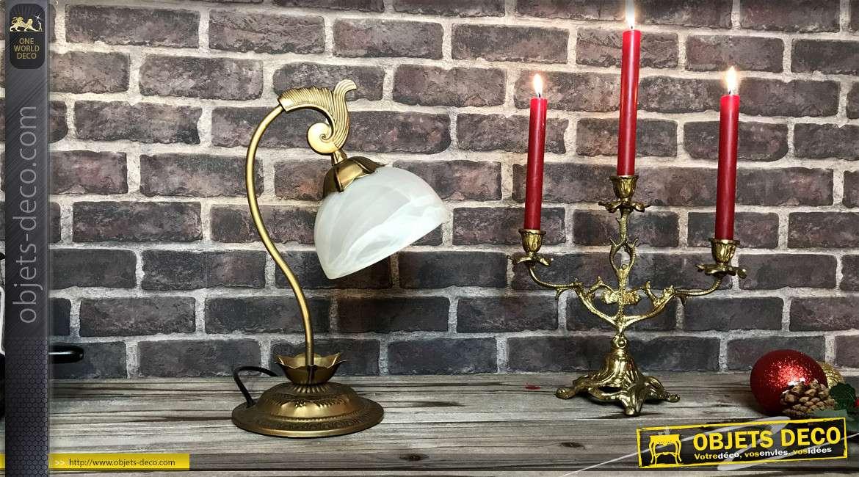 Petite lampe de bibliothèque en métal finition vieux doré, dôme en verre fumé blanchi, 38cm