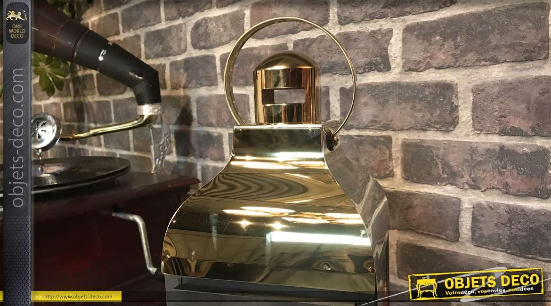 Petite lanterne de forme carrée, en métal finition doré chromé et noir, style moderne, grande anse de transport, 33cm