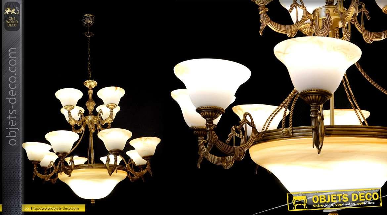 Grand lustre à 12 bras et 16 feux, en métal verre, style Rome Antique, finition vieux rose poudré reflets dorés, Ø95cm