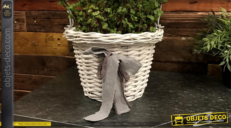 Cache-pot en osier finition blanc ancien avec arc esprit fer forgé, ambiance romantique, 62cm
