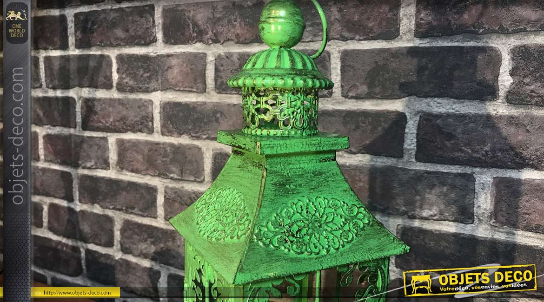 Lanterne en métal en forme de donjon de château fort, finition vert absinthe patiné vieux bronze, 41cm