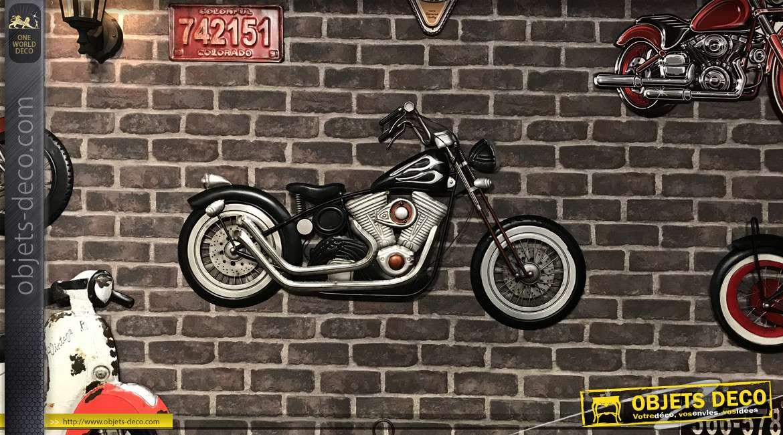 Grande moto murale en métal, finition noir brillant et acier chromé, esprit rétro années 70, 109cm de long