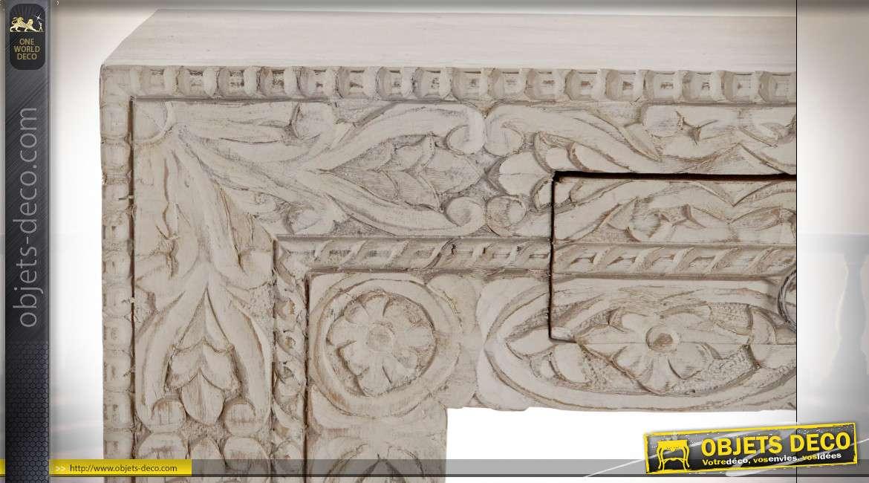 Console en bois de manguier sculpté de motifs floraux style indien, patine blanche vieillie, 140.5cm